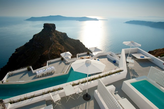 Skaros, a rock renowned for its Venetian castle ruins, faces the hotel.