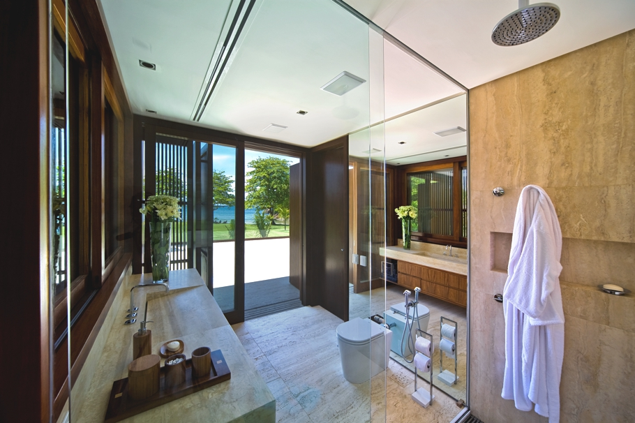 A stunning house near rio de janeiro coast for Beautiful houses interior bathrooms