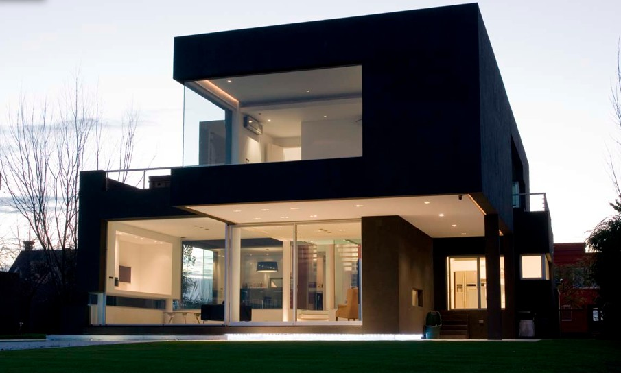 A black modern house in argentina for Modern house front design