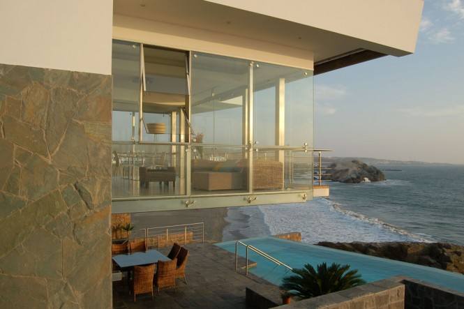 house with infinity pool and view