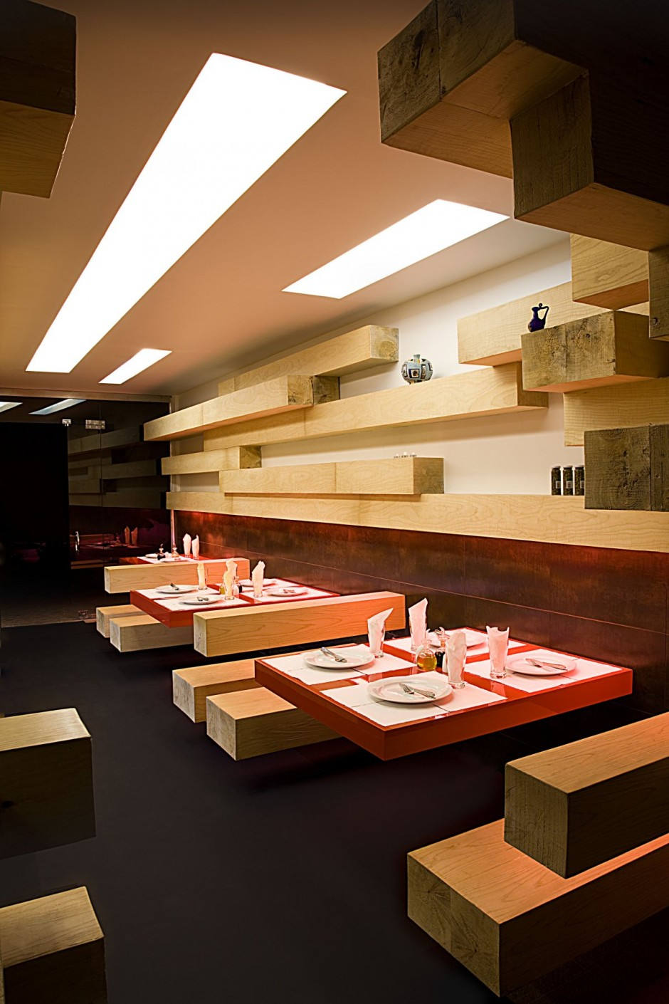 Fancy restaurant interior design in tehran for Interior design table