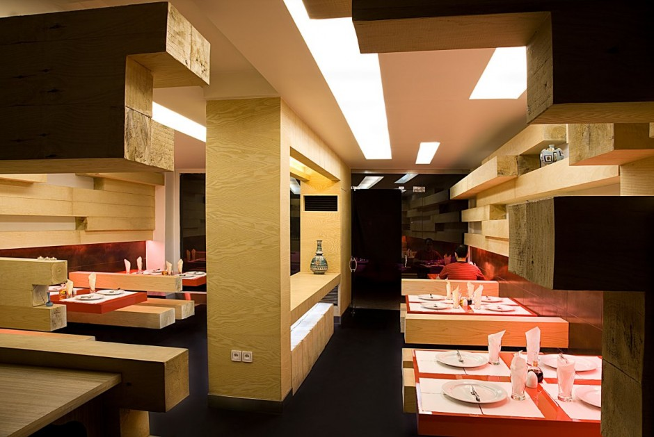 Fancy restaurant interior design in tehran for Interior decoration pictures of restaurant