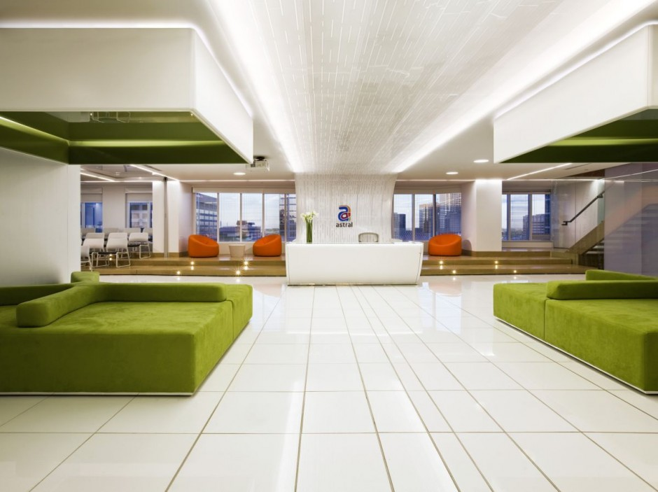 Beautiful office interiors of a canadian media company for Bureau reception