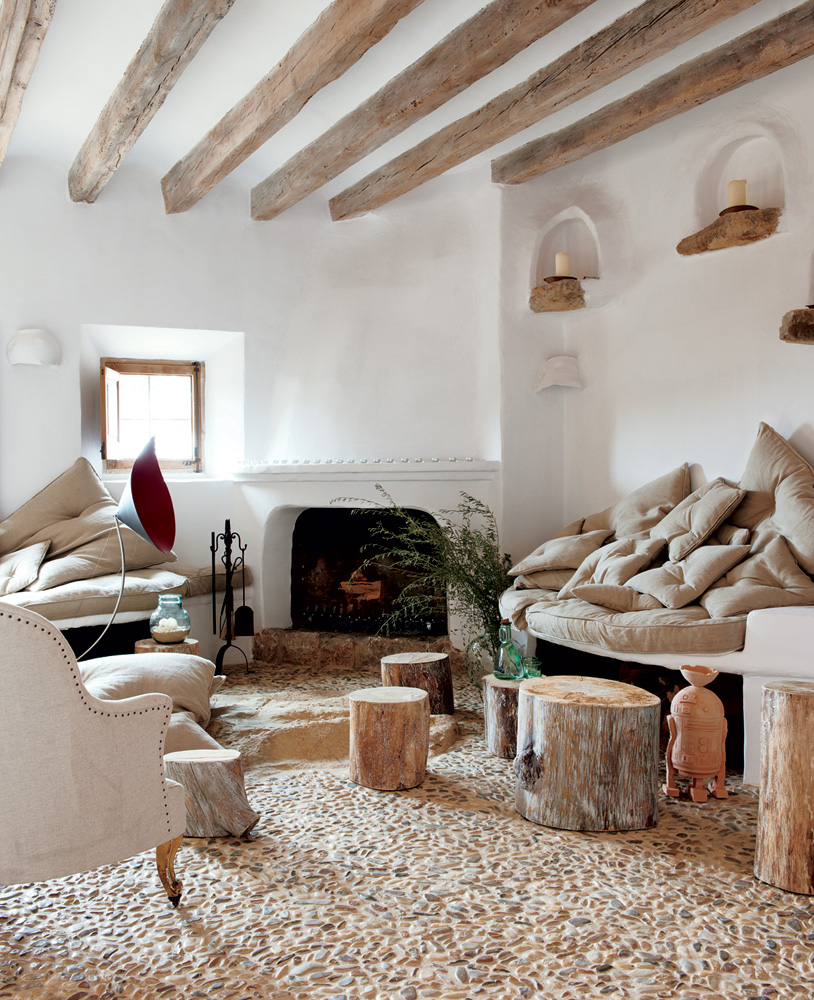 Coastal cave house of french designer alexandre de betak for Living room ideas rustic