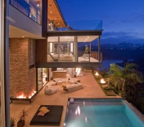 Hollywood cantilevered deck