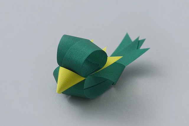 green-bird-ribbon