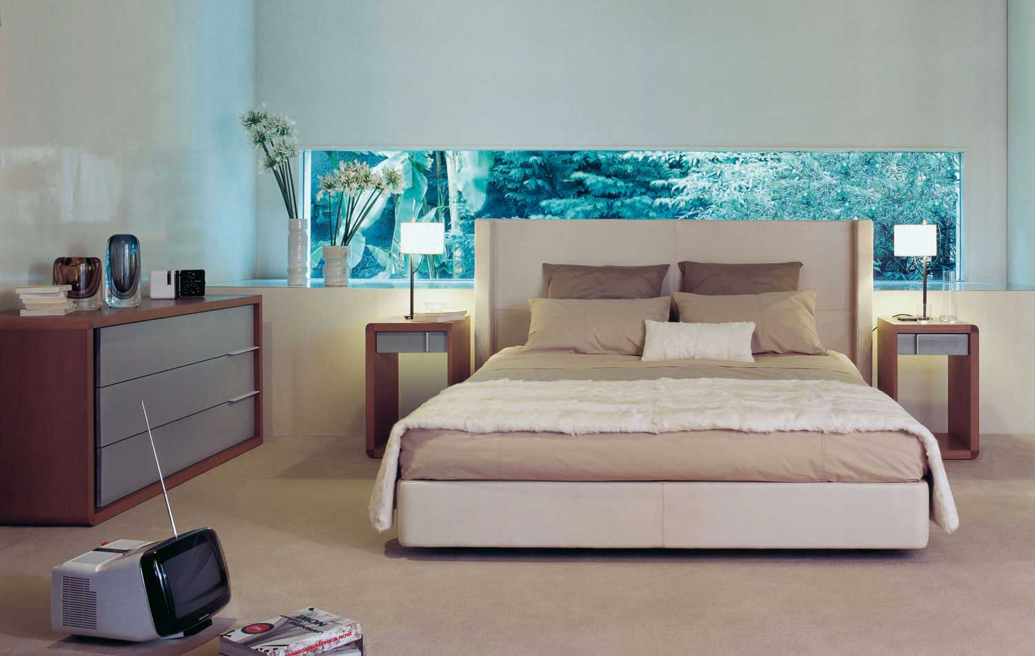Bedrooms from roche bobois for Beautiful bed designs