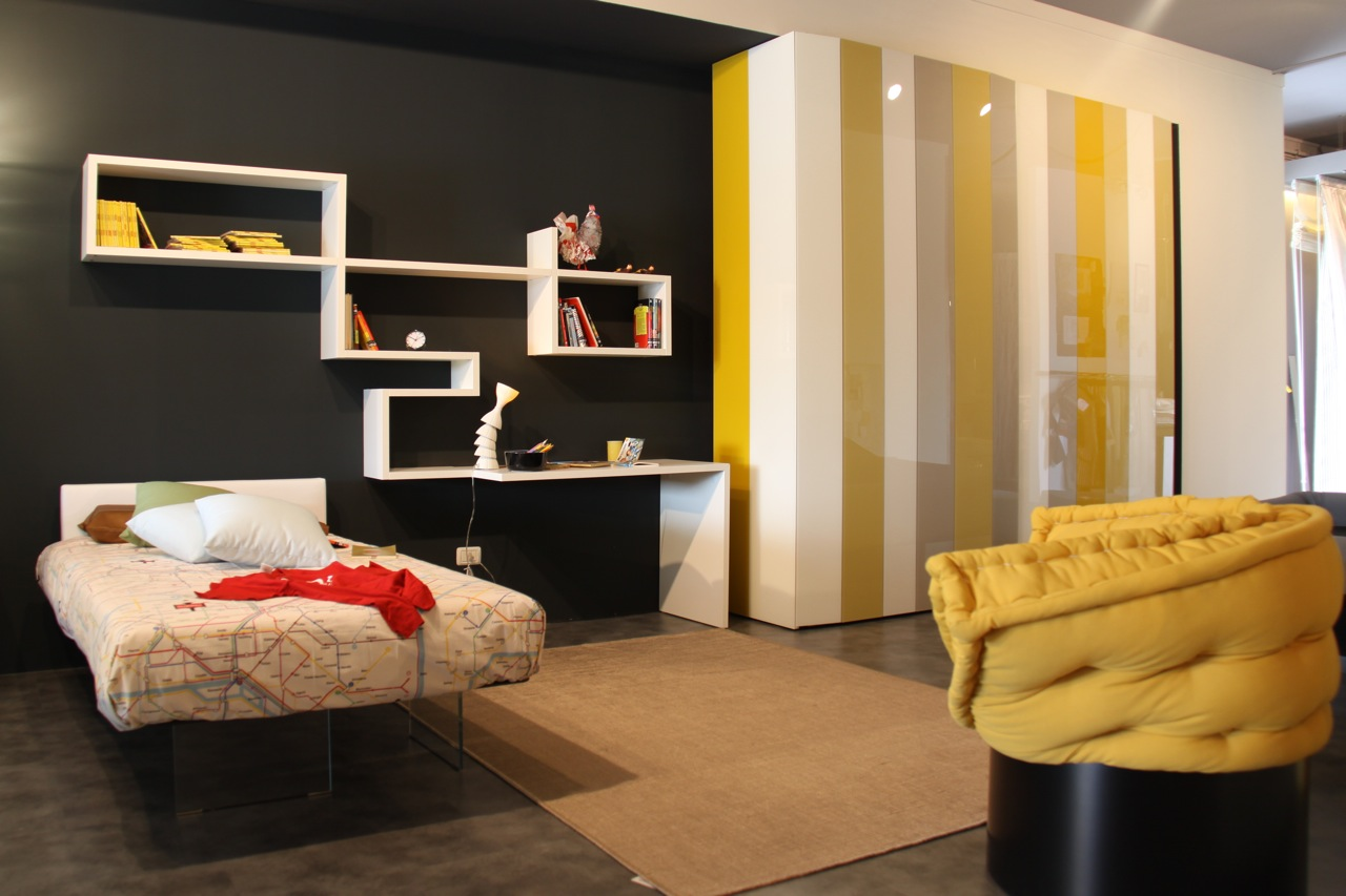Yellow room interior inspiration 55 rooms for your for Bedroom designs black and grey