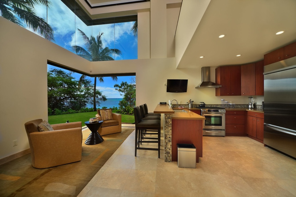 Jewel of kahana house beachside in maui hawaii for Beach villa design ideas