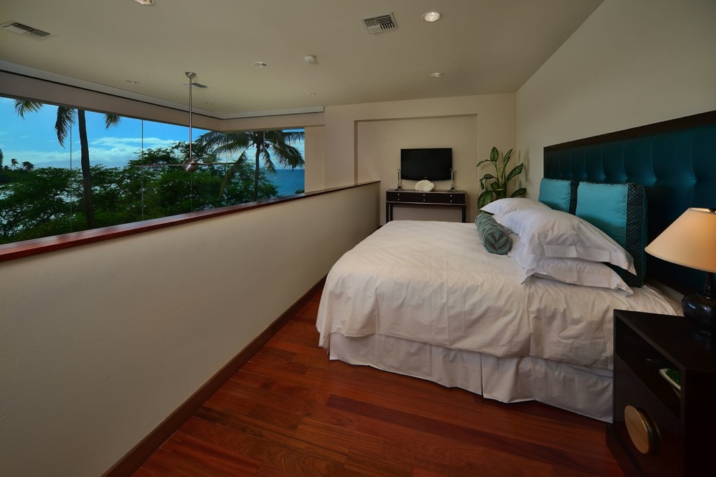 Hawaiian mezzanine bedroom | Interior Design Ideas.