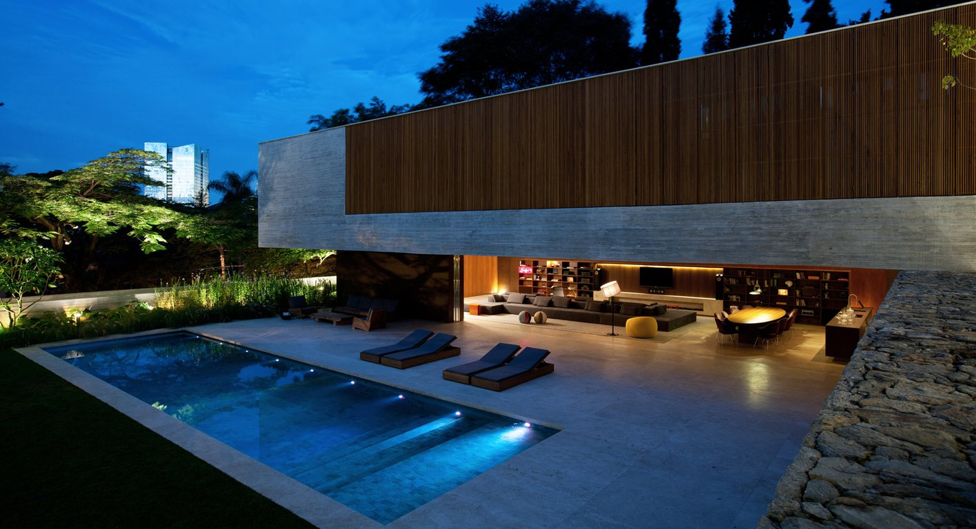 Spectacular modern house with open design and adjacent pool for Best house designs with pool