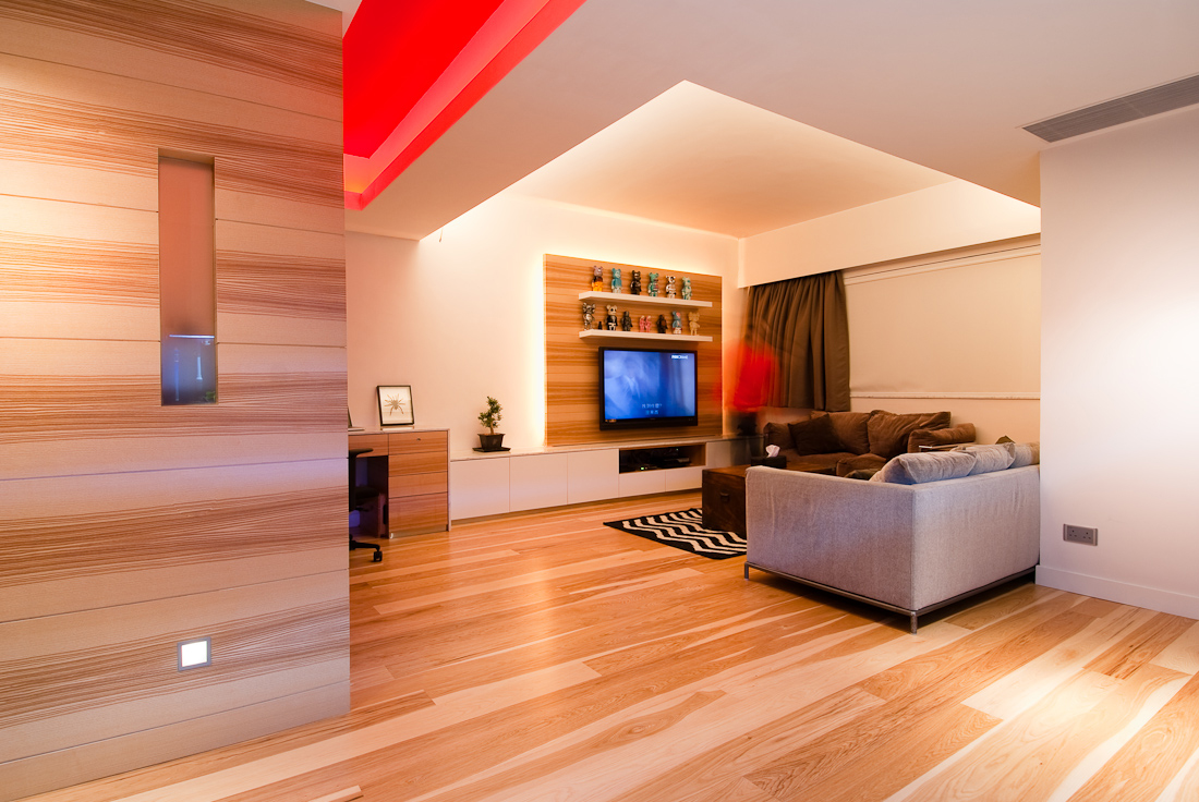 Wooden apartment in hong kong for Wohnzimmer wand holz