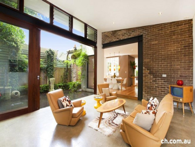 10 Sliding Doors to Courtyard