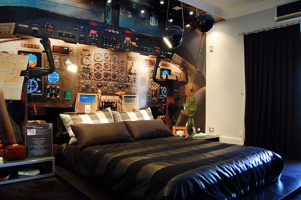 14 cockpit bedroom interior design ideas for Crazy interior designs