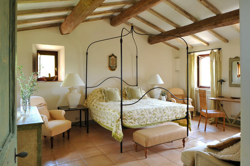 Col delle noci italian villa bedroom interior design ideas for Italian villa decorating ideas