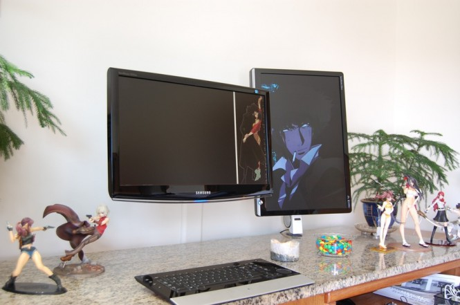 Figurine dual screen desk