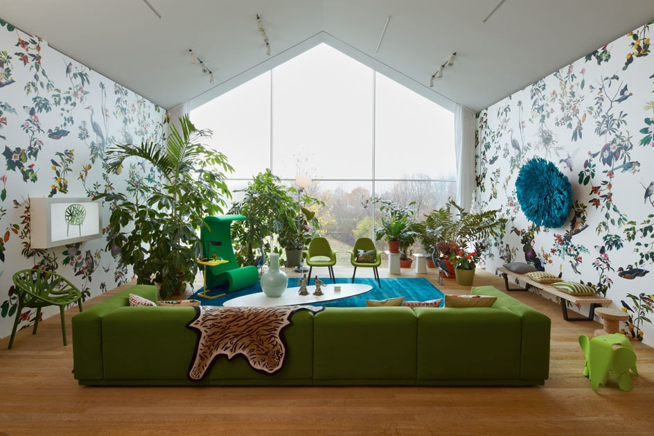 Green sofa white blue living room patterened wallpaper | Interior ...