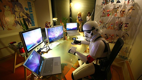 Workspaces of Figurine, Comic & Manga Enthusiasts