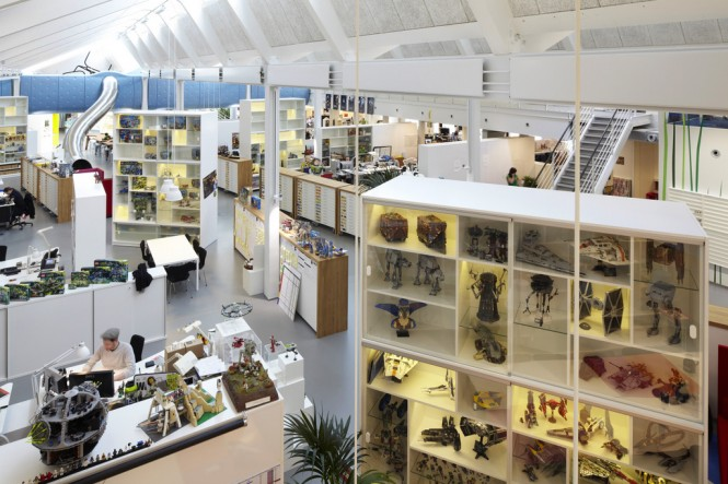 Around the perimeter of the open plan office, more focused individual work areas are tucked away in pockets of LEGO merchandise display cases and exhibition plinths to inspire creative minds.