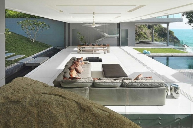Bi-fold doors to the longest sides of the living space open up the building to the seascape at the front, and mountainside at the back, allowing vacationers to bring the great outdoors right to them.
