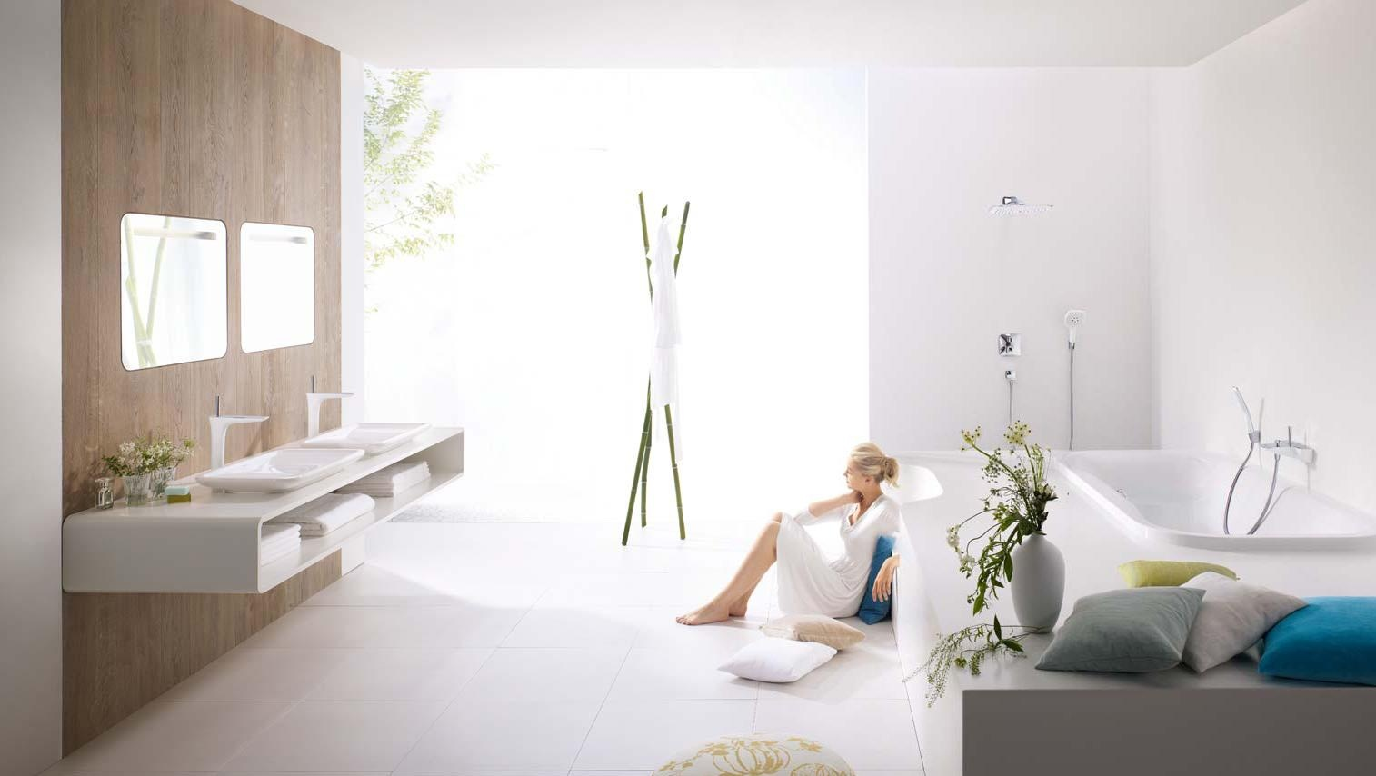 Phoenix design modern white bathroom wood paneling for Duravit salle de bain