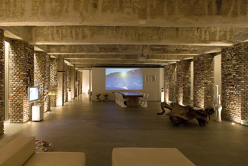 Raw look loft in d sseldorf for White exposed brick wall