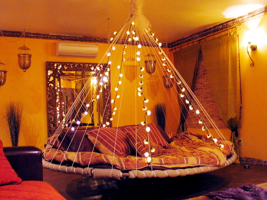 Floating bed fairy lights interior design ideas for Room decor with fairy lights