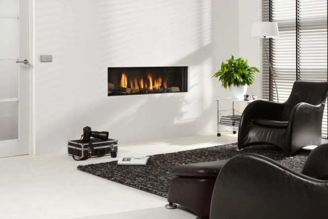 Recessed letterbox fireplace