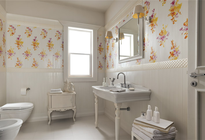 White Floral Traditional Bathroom Interior Design Ideas