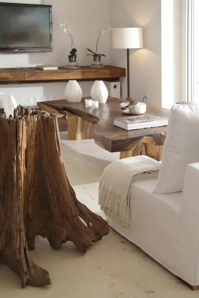 Drift wood furniture continues the beach theme into the interior design.