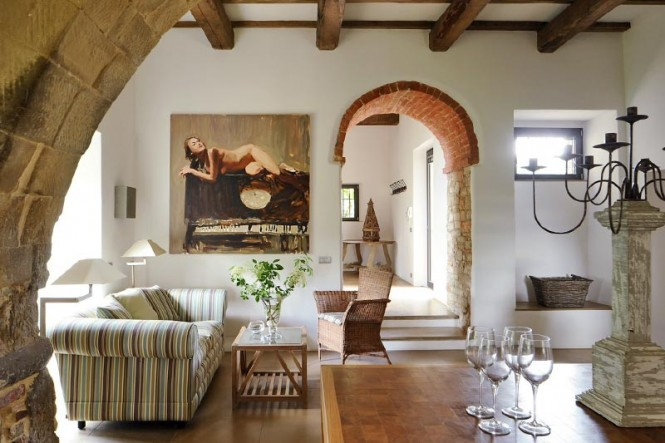 Transition of a fortified italian farmhouse - Italian inspired living room design ideas ...