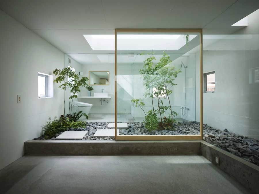 Japanese style zen bathroom with courtyard interior for Zen office design ideas