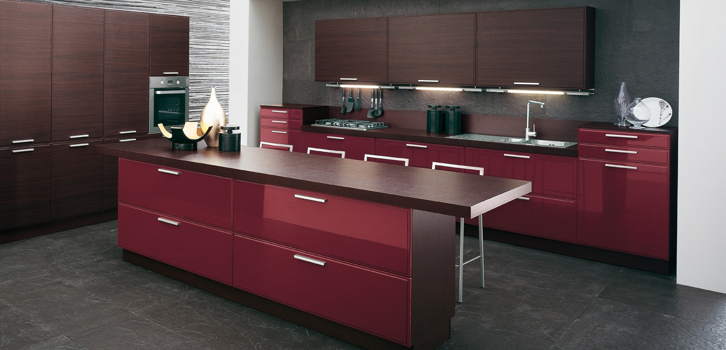 Burgundy brown kitchen interior design ideas for Burgundy kitchen cabinets pictures