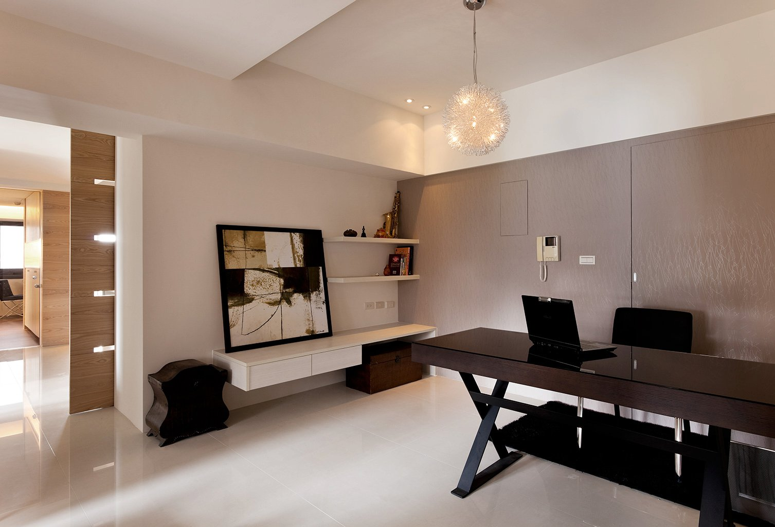 Modern minimalist decor with a homey flow for Modern home office design