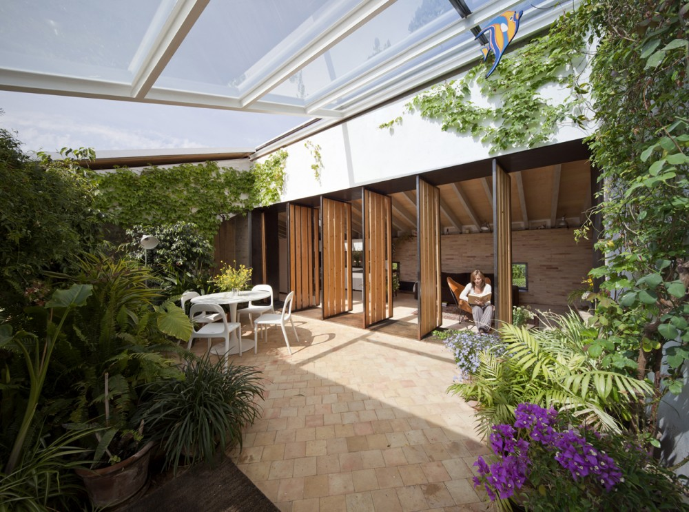 Modern conservatory interior design ideas for Spanish garden designs