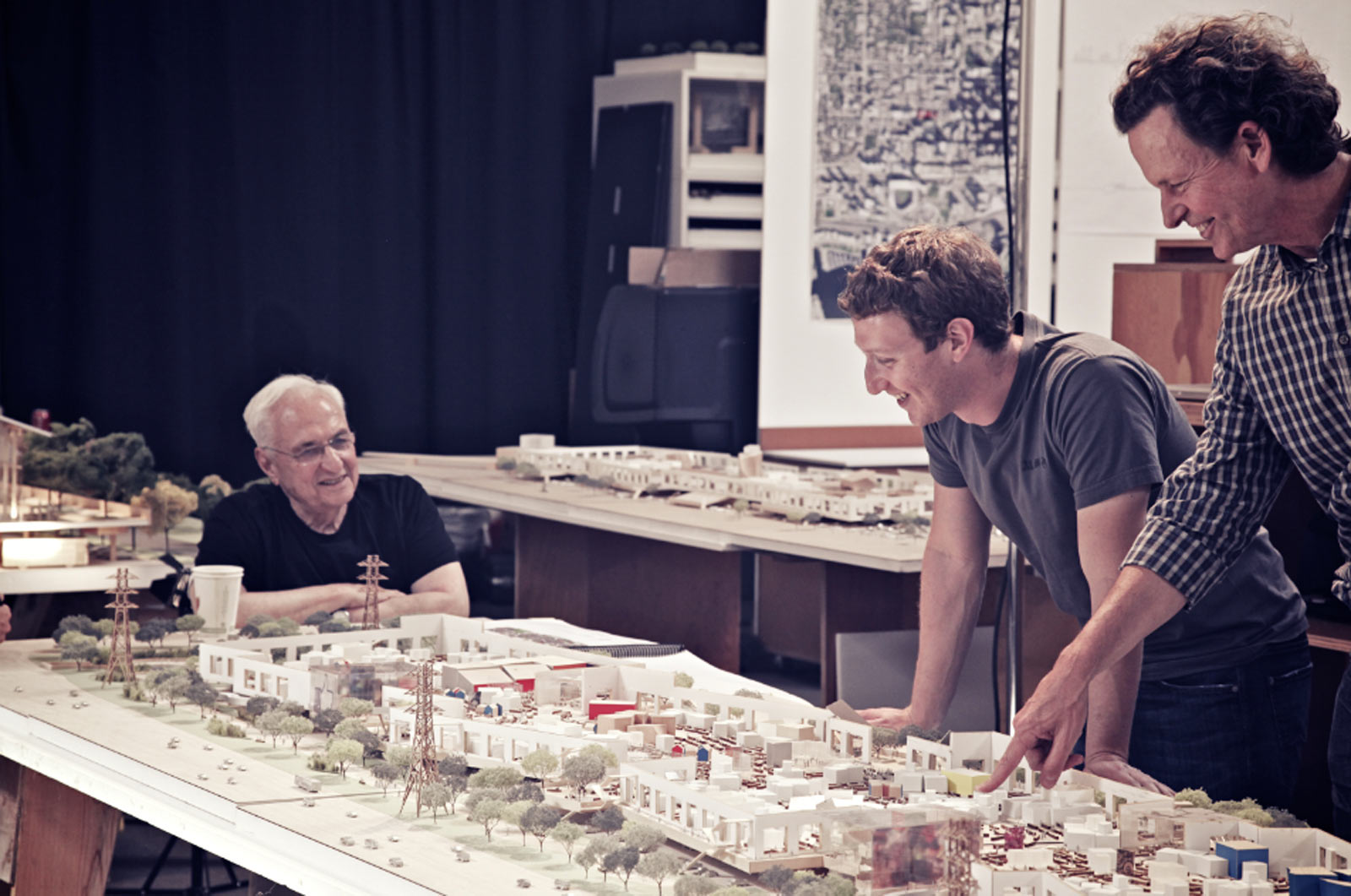 Facebook 39 s new menlo park campus to be designed by frank gehry for O architecture facebook