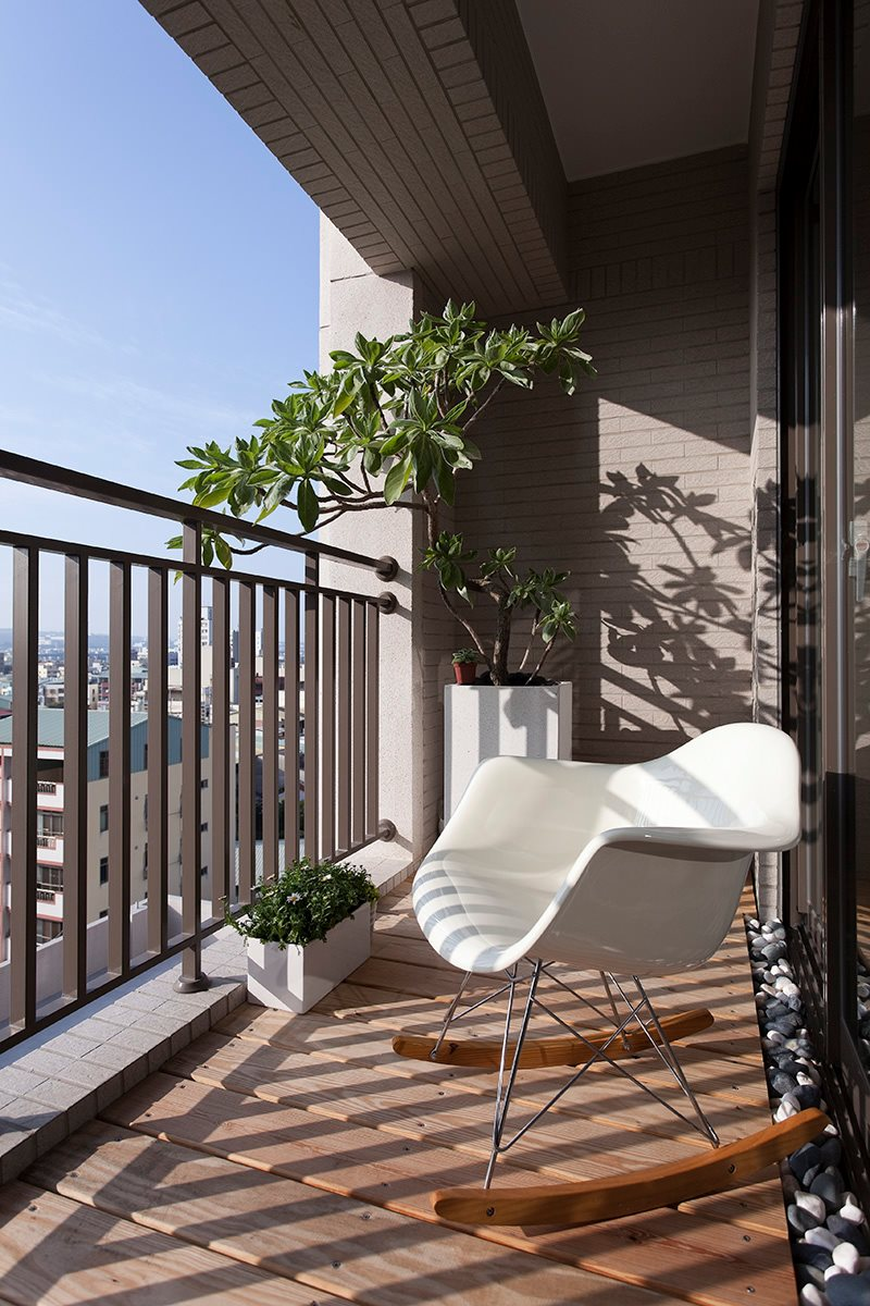 Balcony furniture interior design ideas for Apartment balcony decoration