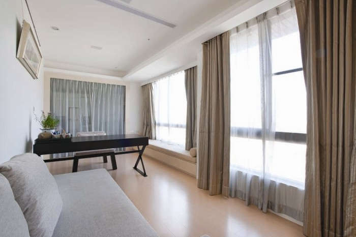Sheer window voiles have been issued throughout the place to achieve privacy during day hours, without causing dullness.