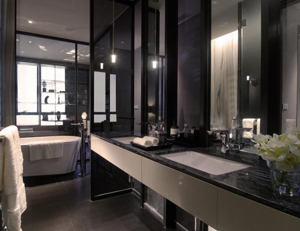 Black white bathroom interior design ideas for Dark bathrooms design