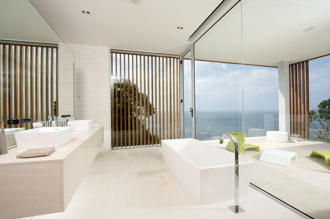 Modern white bathroom interior design ideas for Contemporary bathroom design