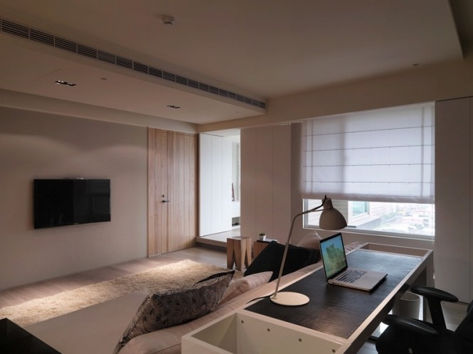 The placement of this home work area allows the desk to be out of sight and out of mind whilst relaxing on the sofa at the end of a tough day, but also allows the workplace to a part of the room when in use, and even enables a clear view of the television.