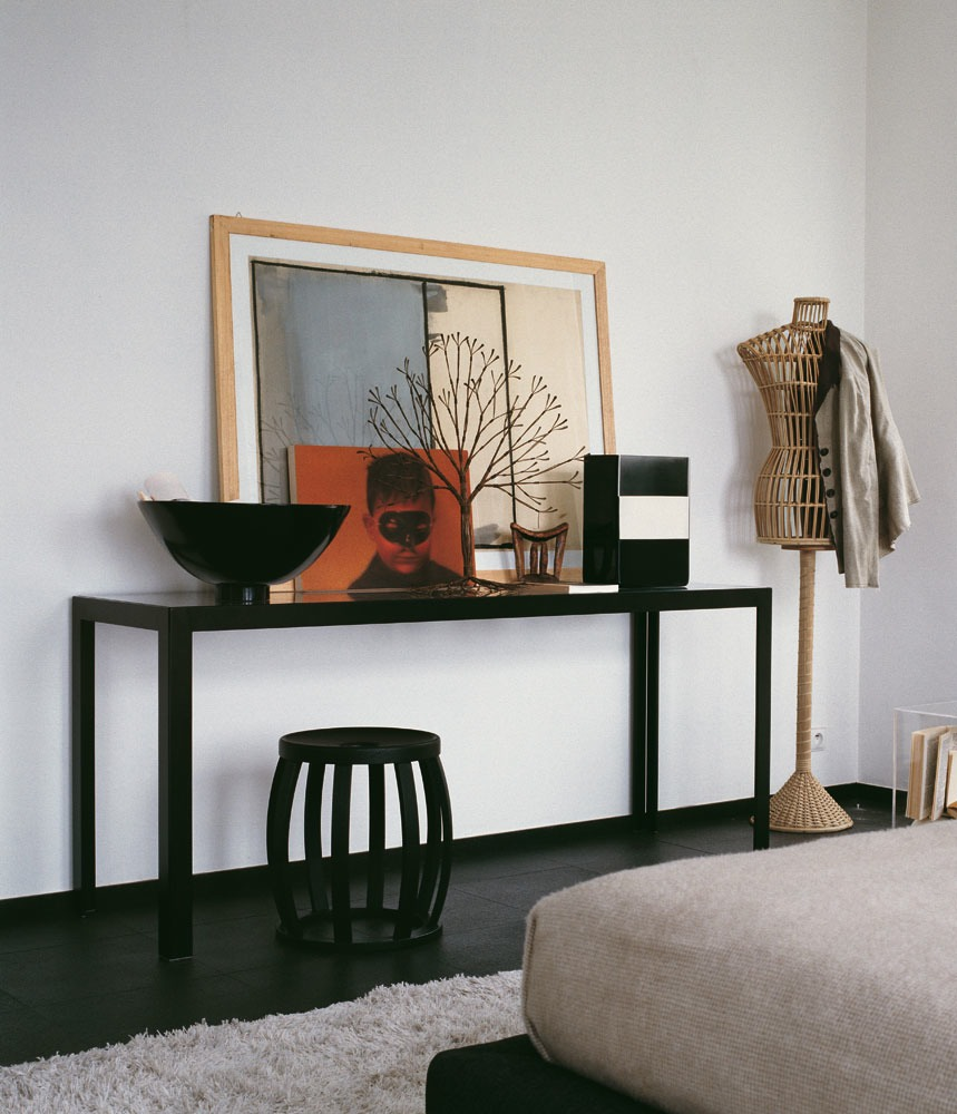 Black console table interior design ideas for Interior design table