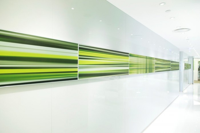 Line work has been used to subconsciously guide patients into treatment rooms, following the dashing line pattern on the reception backdrop, ceiling, corridor artwork and product display shelves lit by LEDs.