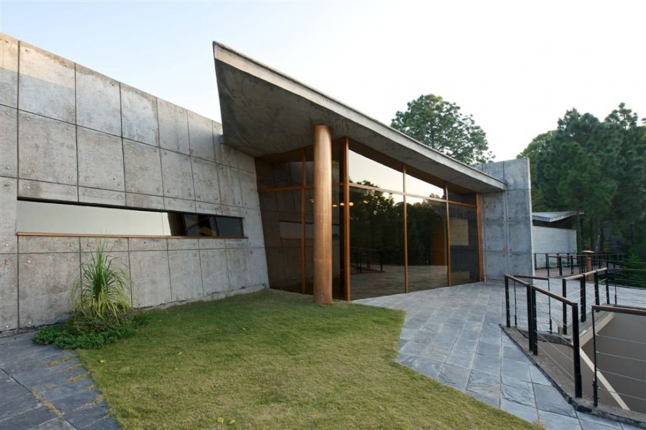 A modern concrete house in the himalayas for Concrete house plans