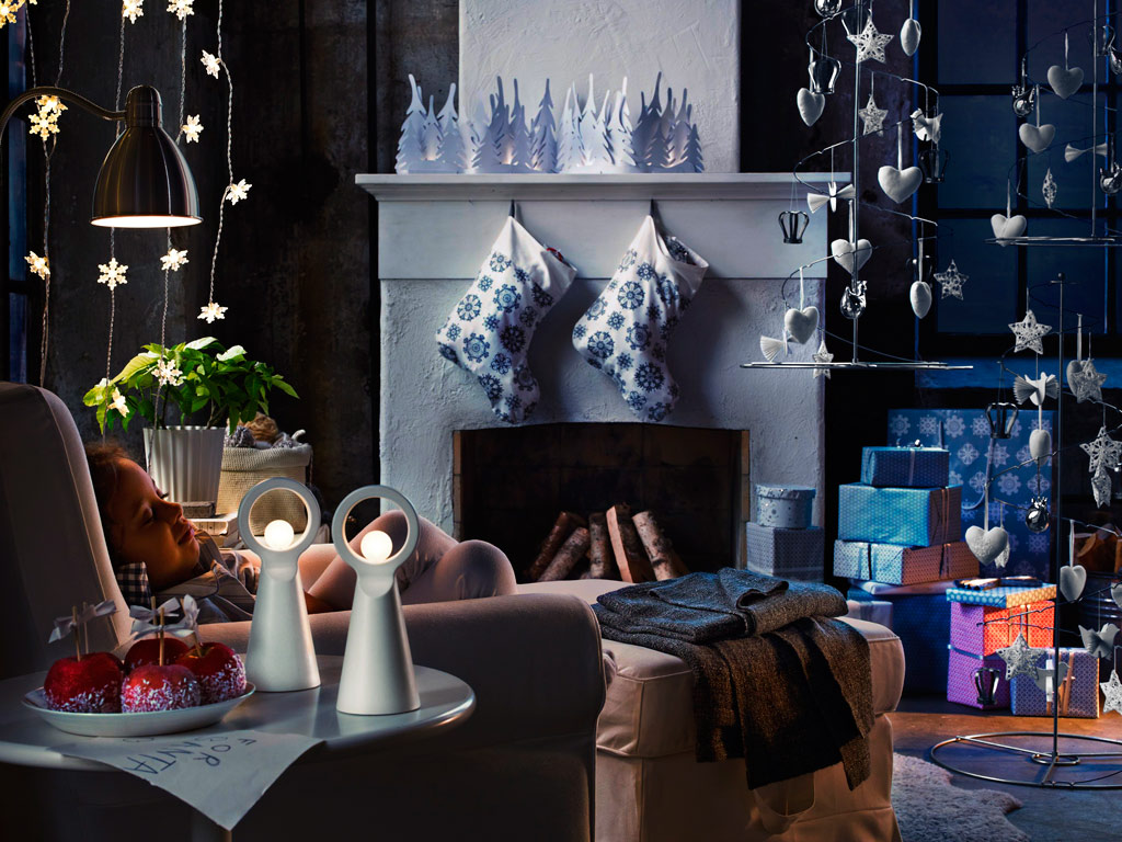 Indoor decor ways to make your home festive during the for Modern christmas decor