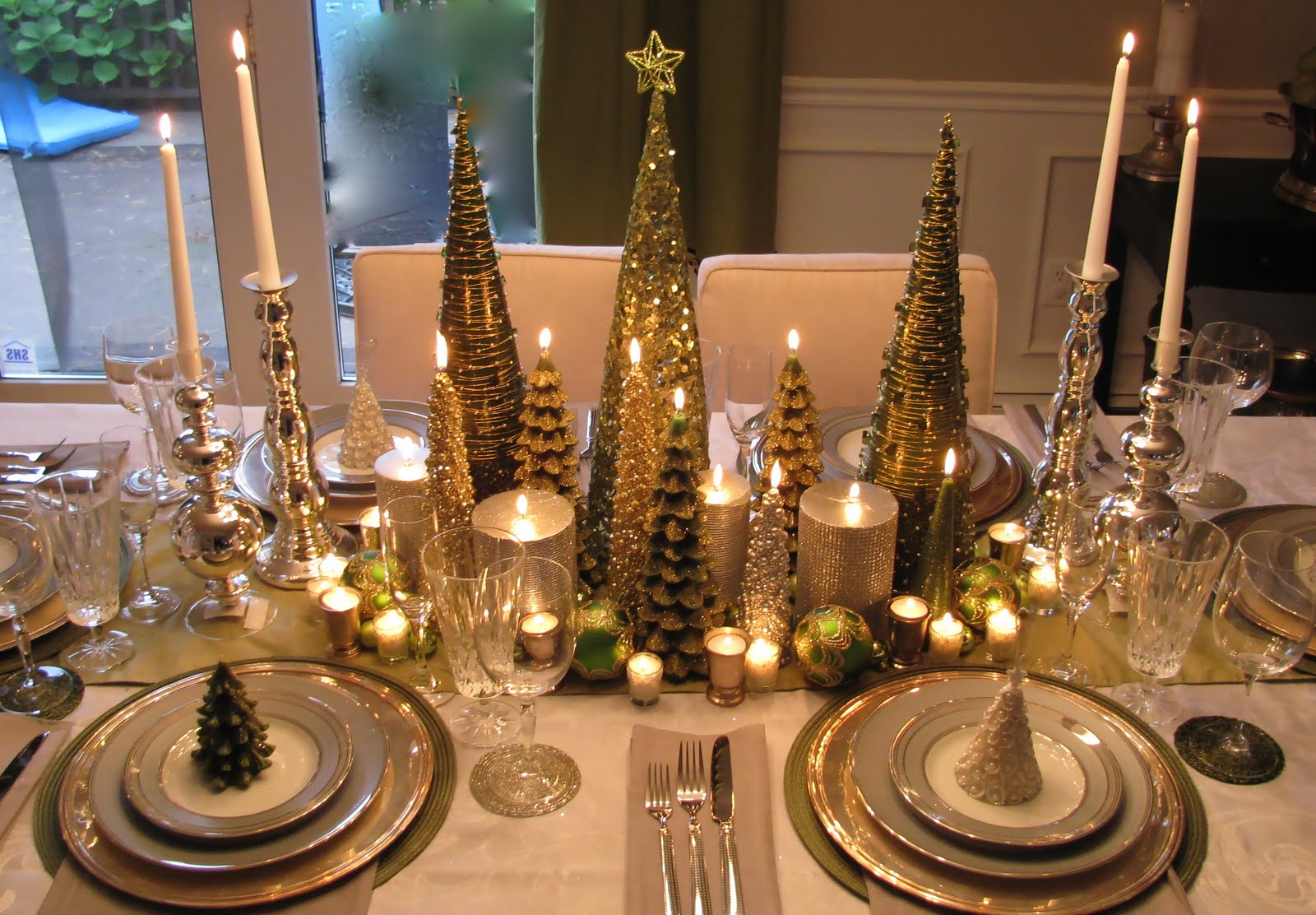 Christmas Centerpieces: christmas decorations for the dinner table
