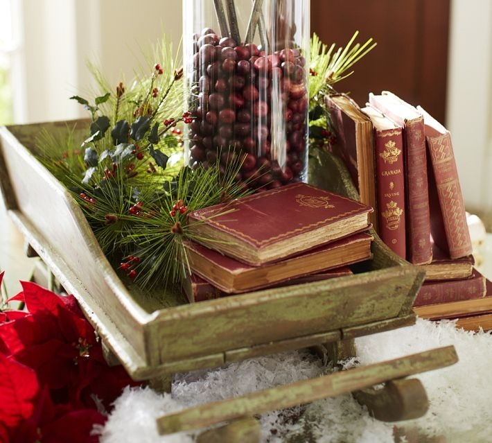 Christmas centerpieces - Interesting tables capes for christmas providing cozy gathering space ...