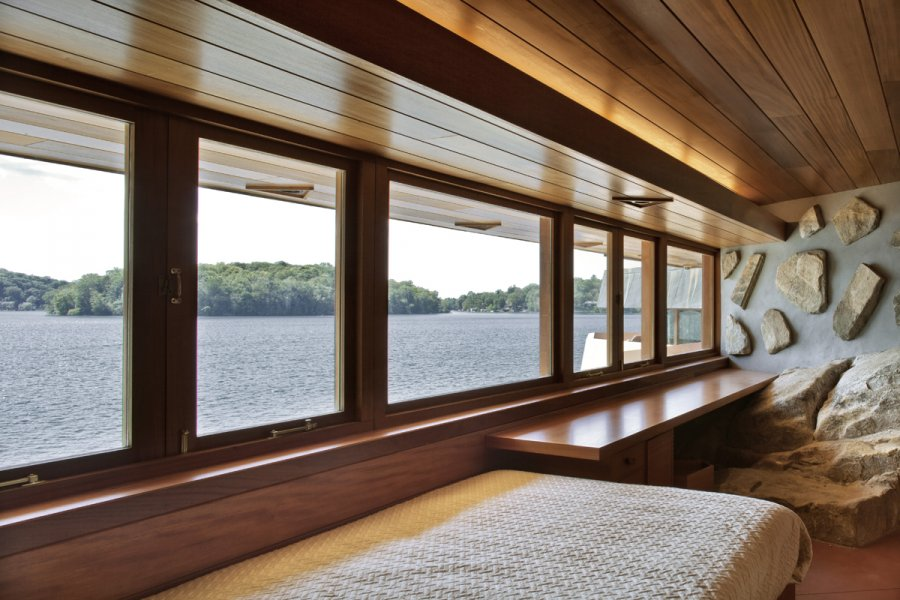 Modern Lake House Bedroom - Frank lloyd wright s heart island house