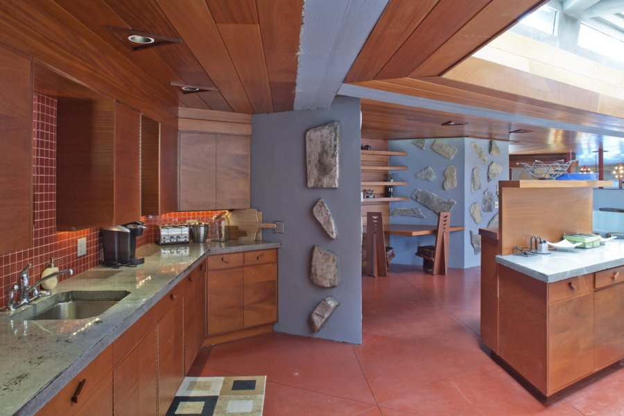 Modern Lakehouse Kitchen - Frank lloyd wright s heart island house