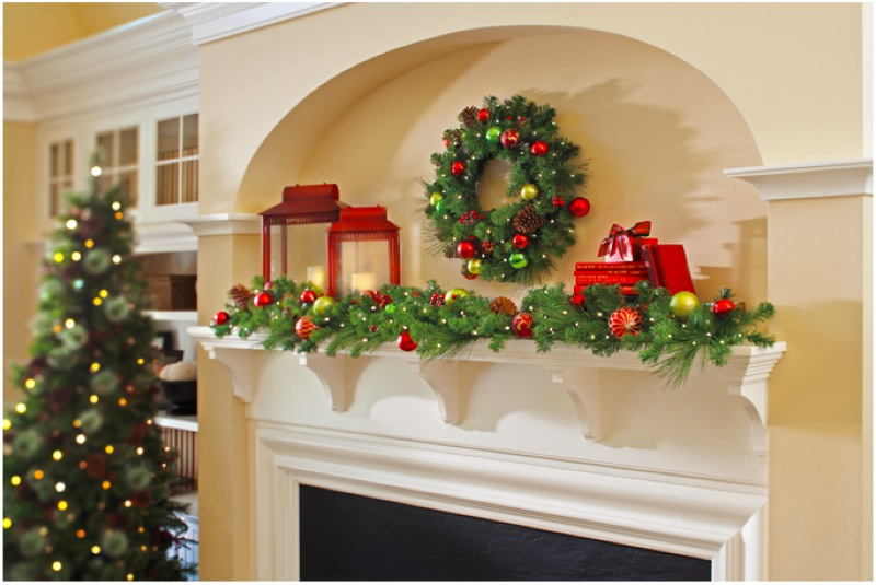 christmas mantel decor inspiration - Pictures Of Mantels Decorated For Christmas